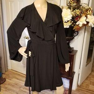 NWT Taylor  10   black v neck wrap dress